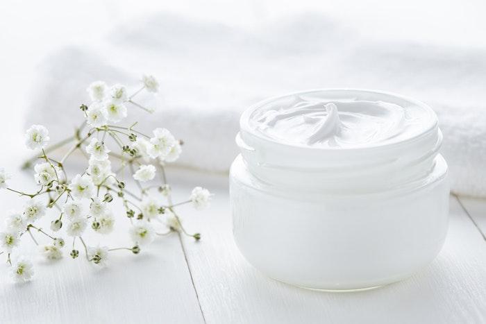 top 10 kem dưỡng trắng da toàn thân tốt nhất hiện giờ (white conc, manis, nivea)