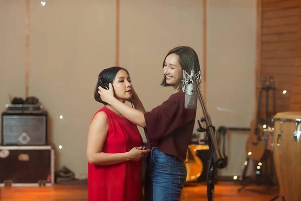 anna trương có mối quan hệ thân thiện với ca sĩ mỹ linh – nguồn ảnh: internet