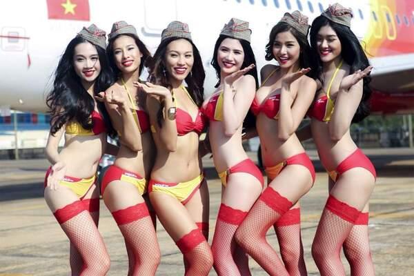 tiếp viên hàng không gợi cảm cùng bikini – nguồn ảnh: internet