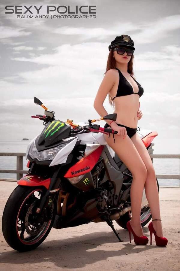 người đẹp bên moto – nguồn ảnh: internet