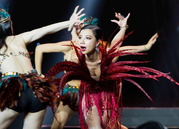 phượng vũ nhận nhiều kỳ vọng sẽ đăng quangai sẽ thành sao 2018 - nguồn ảnh: internet