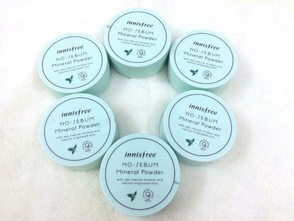 [review] cùng tìm hiểu phấn phủ kiềm dầu innisfree no-sebum mineral powder - nguồn ảnh: internet