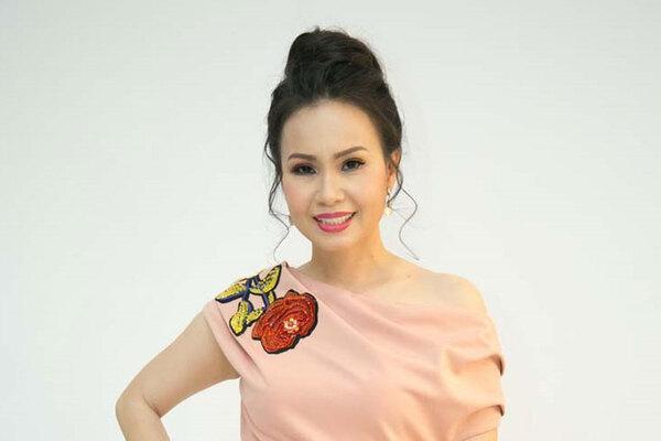 tiểu sử chị tư cẩm ly- ca sĩ nổi tiếng- nguồn ảnh: internet