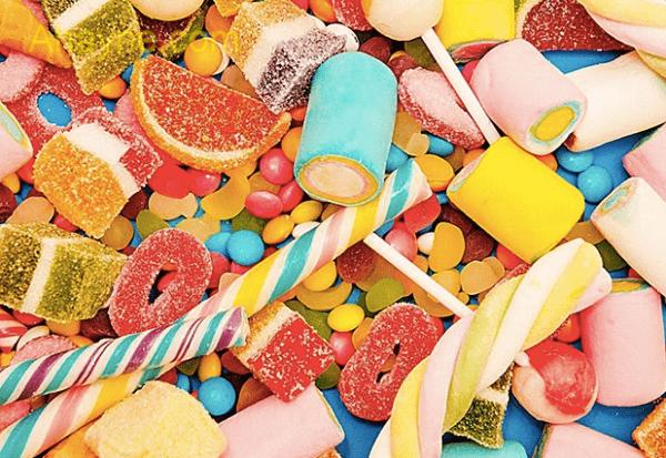 kẹo là thực phẩm không nên cho chó ăn